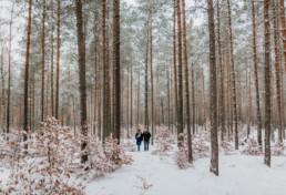 Zimowa sesja narzeczeńska na Mazurach 10