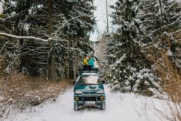 Zimowa sesja narzeczeńska na Mazurach 26